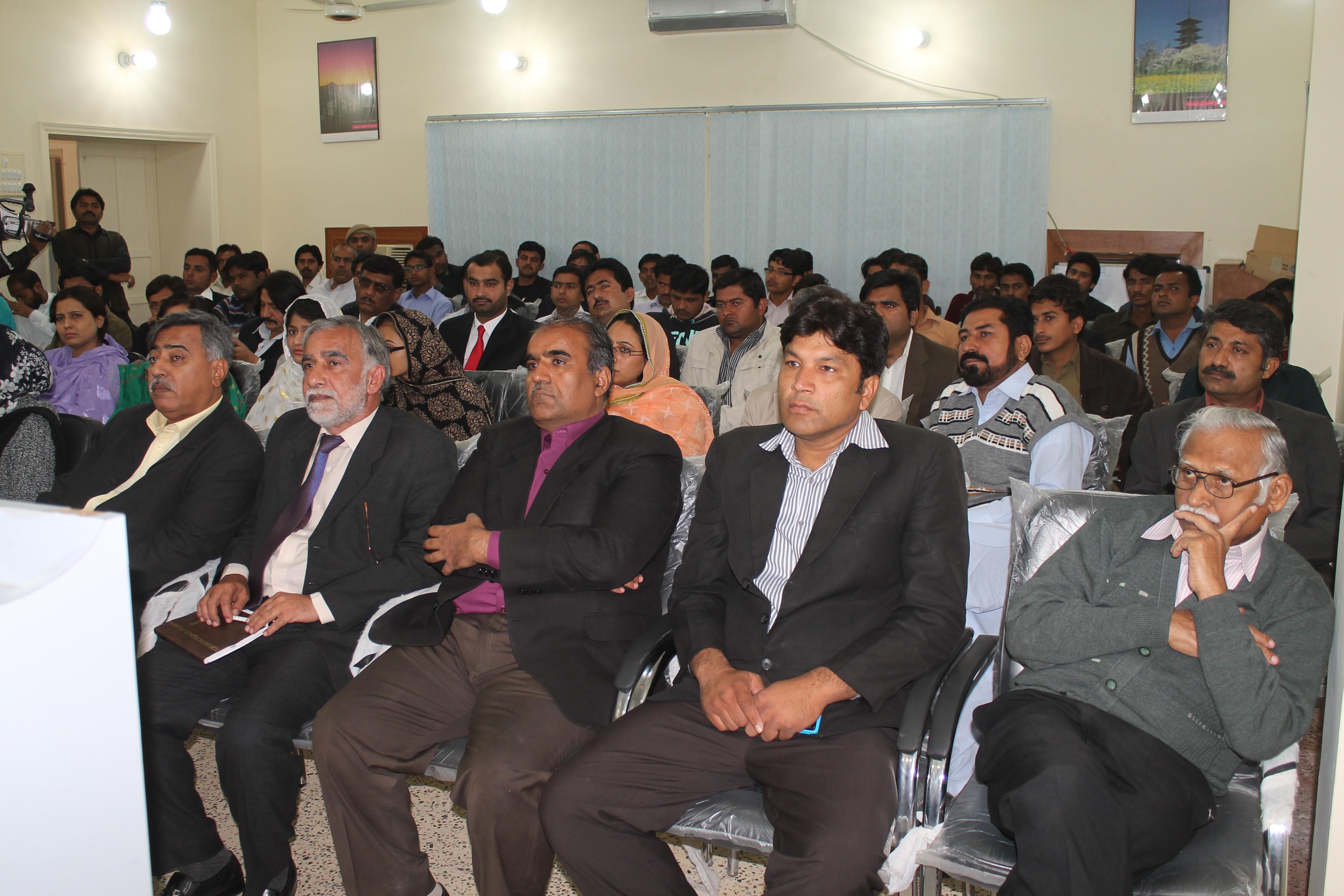 Public seminars provide poor quality training